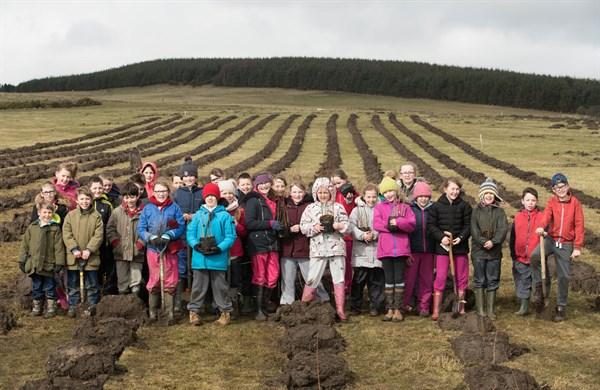 doddington-kids-planting-banner_600x390